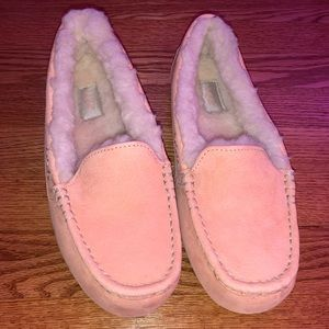 pink fuzzy ugg slippers